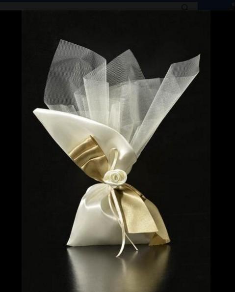 Πλάι μύτη πουγκί σατέν με τούλι και λουλούδι μπομπονιέρα γάμου