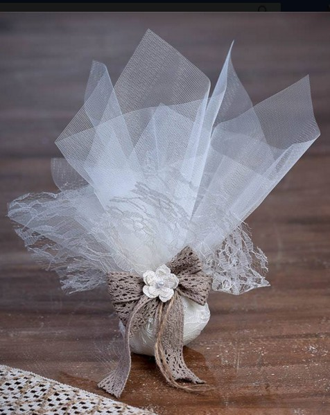 Μπομπονιέρα τούλια-δαντέλα με κορδέλα δαντέλα και λουλούδι πέρλα