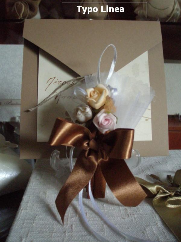 Μπομπονιέρα γάμου με κανέλες και τριαντάφυλλα και κορδέλα σατέν