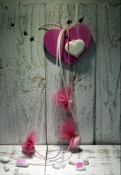 Μπομπονιέρα ρετρό γάμου κρεμαστή με καρδιά από ξύλο και κεραμικό