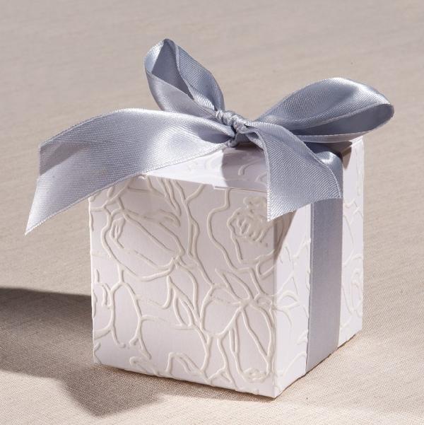 Μπομπονιέρα γάμου κουτί κύβος με χαρτί δαντέλα τριαντάφυλλο