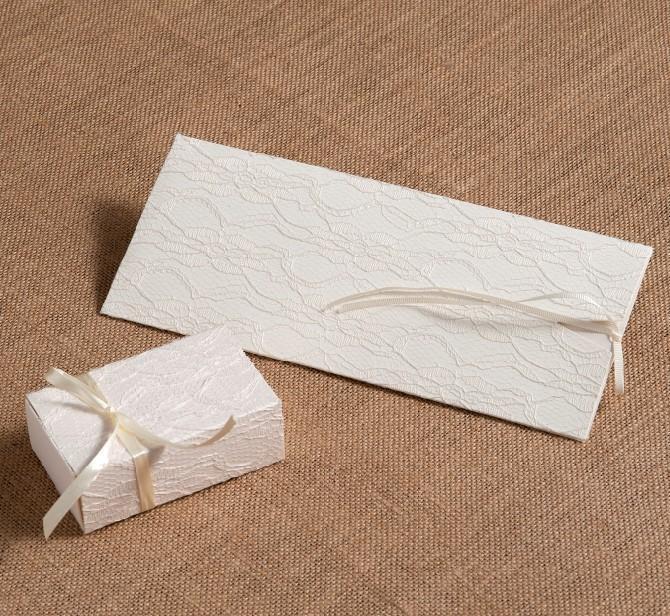 Σπιρτόκουτο λευκό με δαντέλα και κορδέλα για μπομπονιέρα γάμου