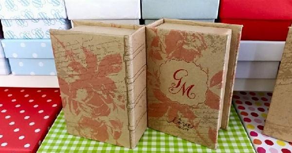 Vintage μπομπονιέρα γάμου φλοράλ σχέδιο σε κουτί βιβλίο κραφτ χαρτί