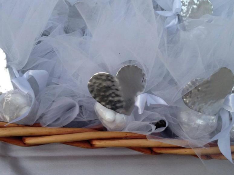 Υπέροχη χειροποίητη πετσετοθήκη μεταλλική γάμου μπομπονιέρα