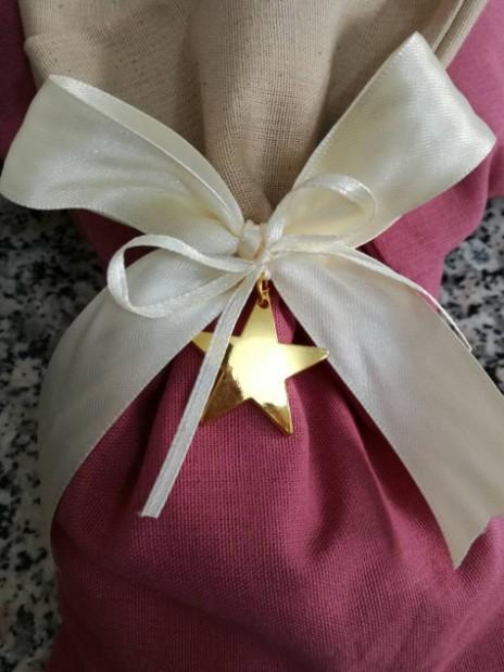 Αστεράκι μεταλλικό χρυσό σε πουγκί λινό δίχρωμο