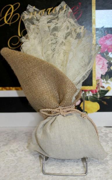 Λέζα δαντέλα τούλι σε πουγκί λινάτσα-λινό μπομπονιέρα γάμου