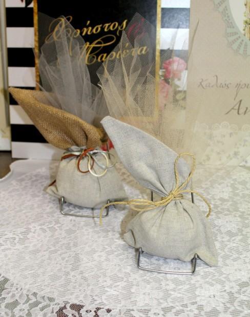 Πουγκί λινάτσα-λινό σε μπομπονιέρα γάμου με τούλι και κορδόνια
