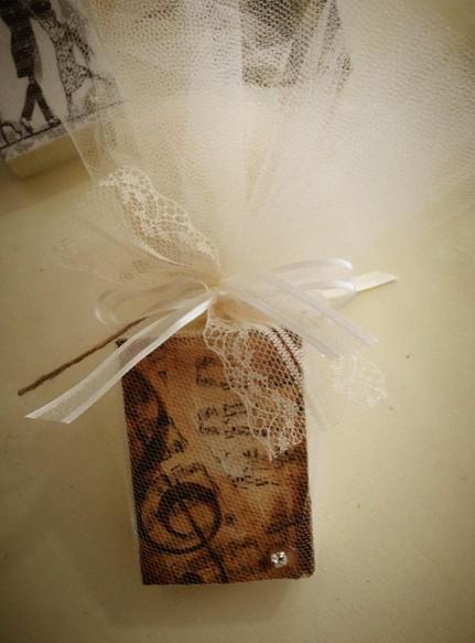 Μπομπονιέρα γάμου σαπουνάκι με το κλειδί του sol εικαστικό