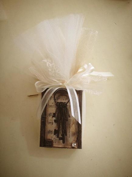 Γάμου μπομπονιέρα σαπουνάκι ντεκουπάζ με κλειδιά της ζωής