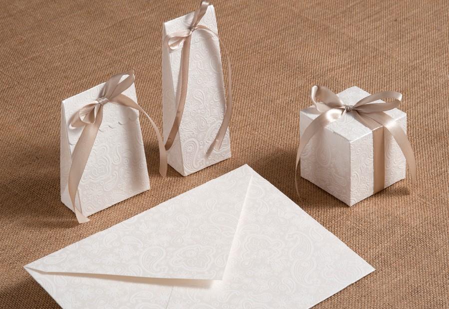 Μπομπονιέρες γάμου κουτιά δαντέλα με σετ κάλεσμα