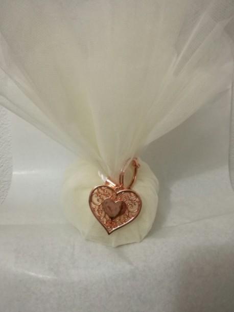 Τούλινη μεταλλική καρδιά μπρελόκ σε μπομπονιέρα γάμου