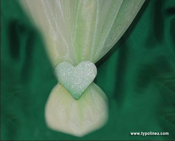 Μπομπονιέρα γάμου  τούλι με οργάντζα και καρδιά πορσελάνινη καλή τιμή