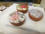 Με φλοράλ λουλούδια μπιζουτιέρα πήλινη