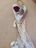 Πέτρα-καρδιά με φλοράλ λουλούδια ρετρό εποχής