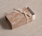 Κραφτ χαρτί σε σπιρτόκουτο με δαντέλα
