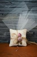 Ρετρό μαξιλαράκι με υφασμάτινα λουλούδια