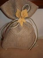 Από δίχτυ φιλέ και λινάτσα πουγκί