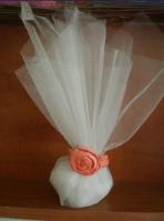 Μπομπονιέρα από τούλι με πορσελάνινο τριαντάφυλλο