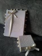 Κουτί με stencil ανάγλυφο σχέδιο λουλούδι