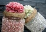 Βαζάκι με χάνδρες και λουλούδι