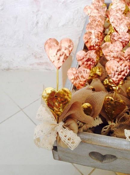 Μπομπονιέρα γάμου σταντ δυο καρδιές σφυρήλατες μεταλλικές
