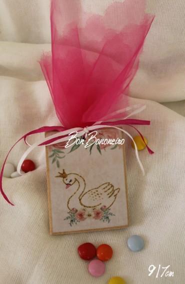 Καδράκι κύκνος-βασίλισσα μαγνητάκι μπομπονιέρα βάπτισης οικονομική