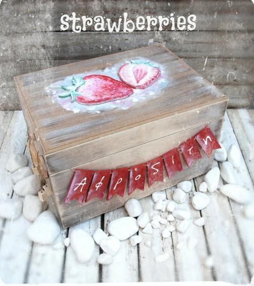 Κουτί ρούχων βάπτισης χειροποίητο με θέμα φράουλες