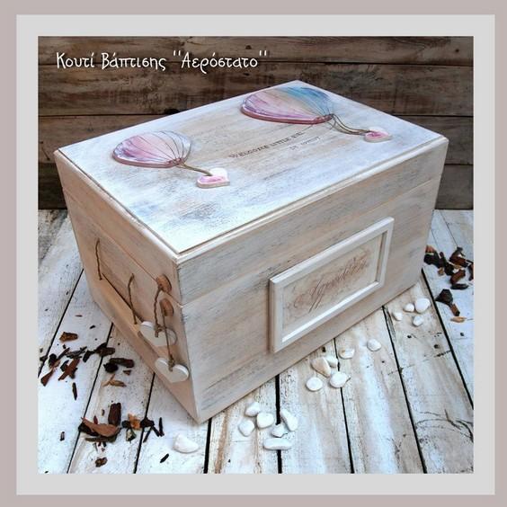 Xειροποίητο κουτί με το αερόστατο θέμα για τα βαπτιστικά ρούχα