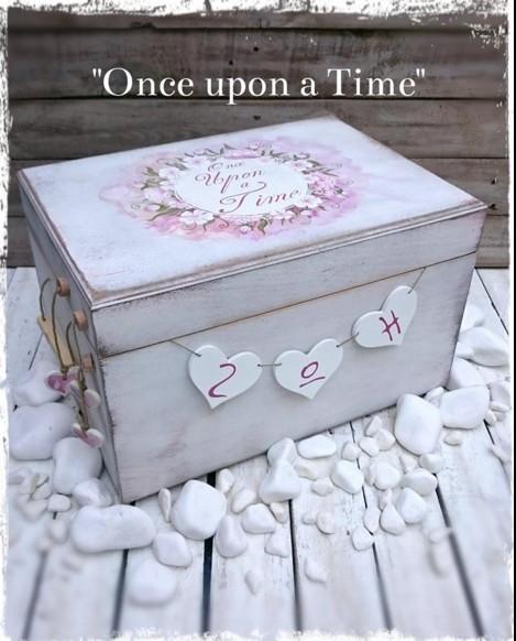 Vintage κουτί για ρούχα βάπτισης με θέμα φλοράλ στο χέρι όλο