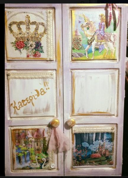 Ντουλάπα για ρούχα βάπτισης με ντεκουπάζ με κάστρα-κορώνα-πριγκίπισσα