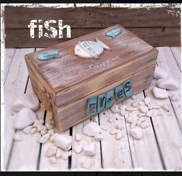 Χειροποίητο ξύλινο κουτί ευχών βάπτισης με vintage ψαράκι