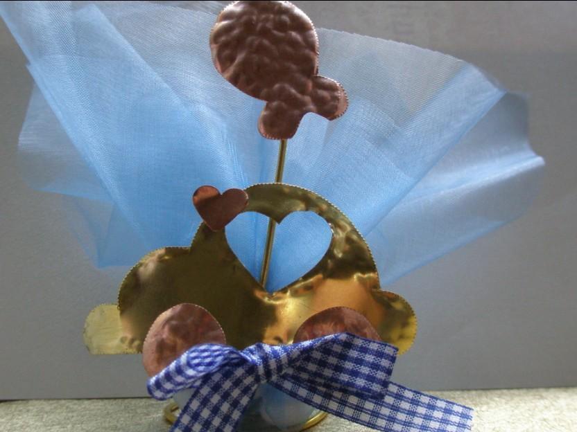 Βάπτισης μπομπονιέρα μεταλλική με αυτοκινητάκι-μπαλονάκι σε σταντ