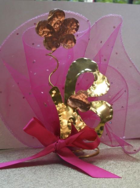 Μπομπονιέρα βάπτισης μεταλλική με θέμα πεταλούδα σταντ και λουλούδι