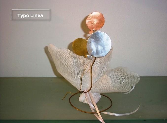 Βάπτισης μπομπονιέρα με θέμα μεταλλικά μπαλόνια σε σταντ