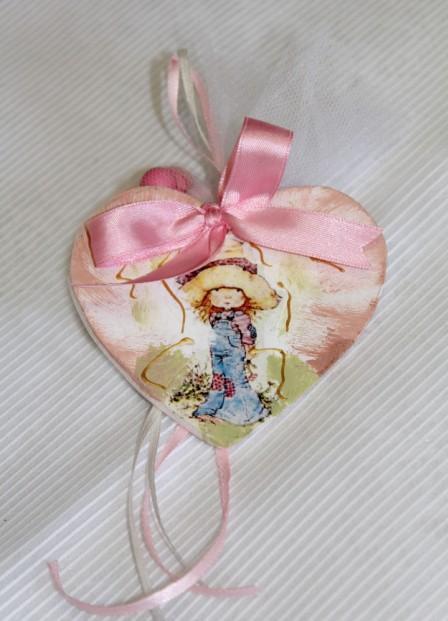 Mε την Sarah kay ecoupage μαγνητάκι-καρδιά σε βάπτισης μπομπονιέρα