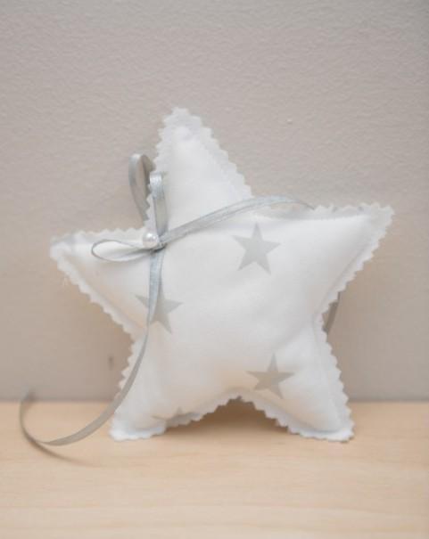 Αστέρι σε μαξιλαράκι-πάνινη vintage μπομπονιέρα βάπτισης