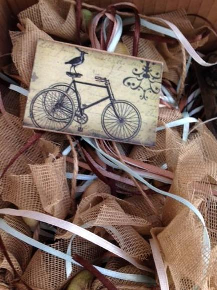 Vintage ποδήλατο σε καδράκι-μαγνήτη ξύλινο σε μπομπονιέρα βάπτισης