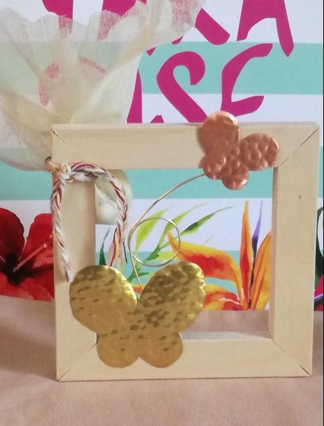 Βάπτισης  μπομπονιέρα καδράκι με πεταλούδες μεταλλικές