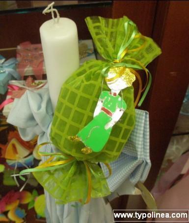 Μπομπονιέρα βάπτισης καραμέλα καρρώ ύφασμα με μεταλικό μικρό πρίγκιπα