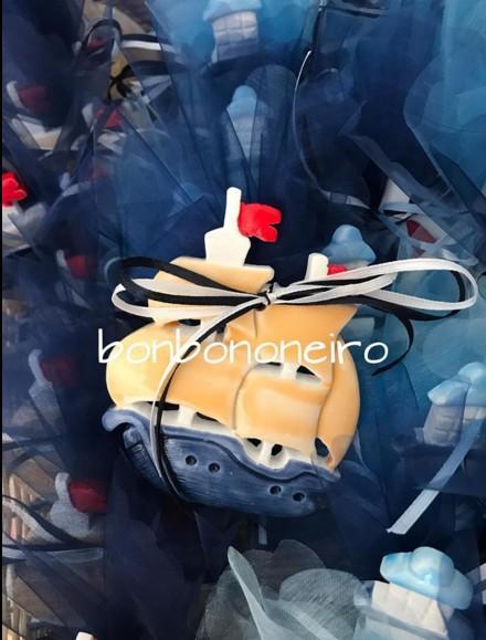 Μπομπονιέρα βάπτισης ιστιοφόρο-καράβι-μαγνητάκι κεραμικό