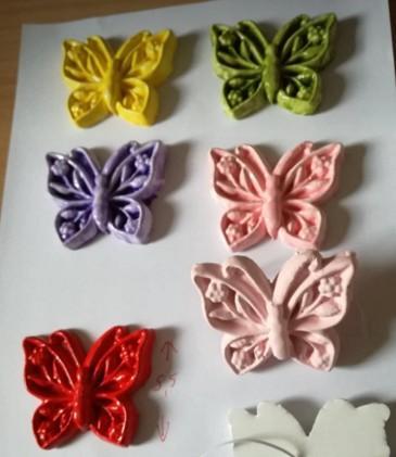 Μπομπονιέρα βάπτισης κεραμικές πεταλούδες χρώματα σατινέ