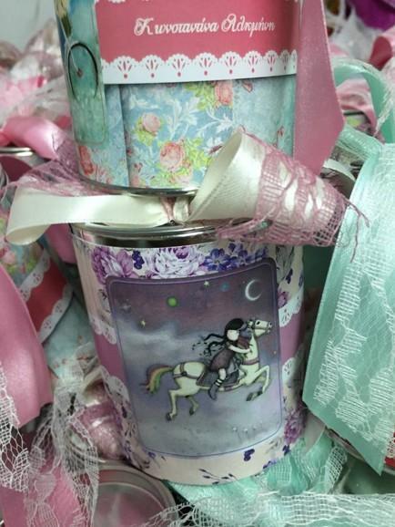 Μπομπονιέρα βάπτισης κουμπαράς μεταλλικός με κοριτσάκι-gorjuss
