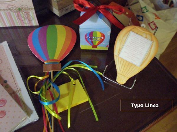 Μπομπονιέρα βάπτισης σε κουτί κύβο με θέμα αερόστατο σε καλή τιμή.