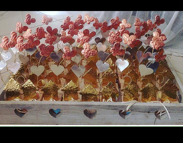 Μπομπονιέρα βάπτισης μεταλλική σπιτάκι με καρδιά-μαργαρίτα