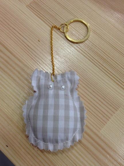 Πάνινη-μαξιλαράκι μπρελόκ μπομπονιέρα βάπτισης με κουκουβάγια