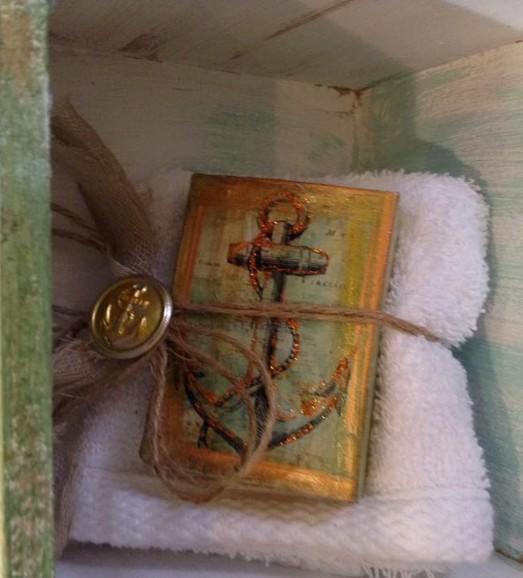 Μπομπονιέρα βάπτισης καδράκι-πετσέτα με άγκυρα όλα decoupage