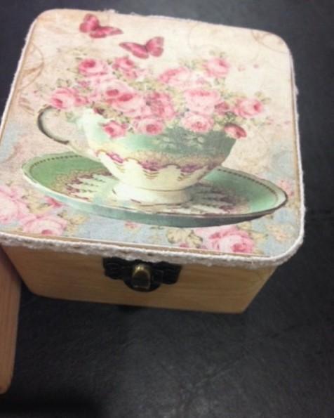Μπαουλάκι-σεντούκι ξύλινο cup tea σε μπομπονιέρα βάπτισης