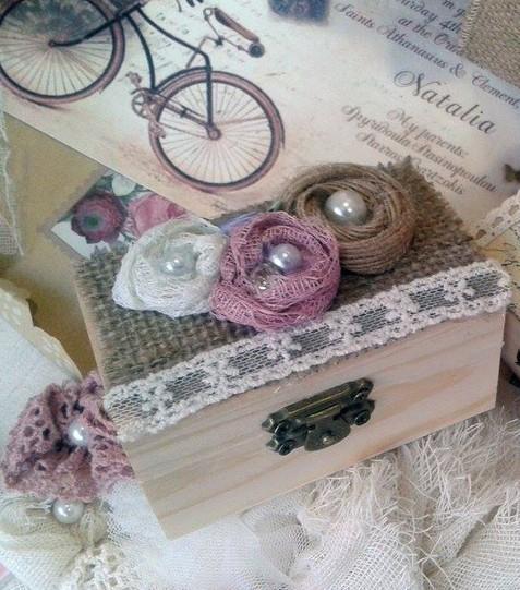 Vintage μπαουλάκι-σεντούκι με λουλούδια σε μπομπονιέρα βάπτισης