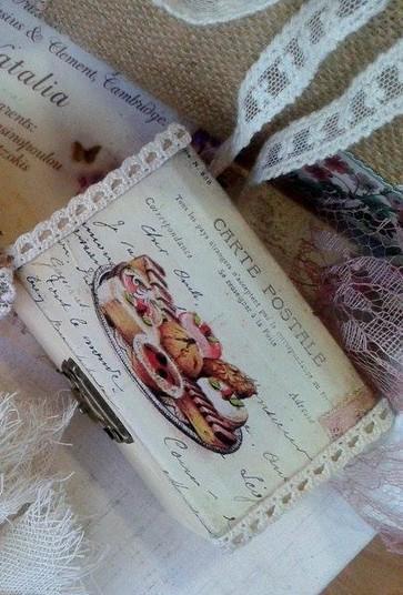 Σεντούκια-μπαουλάκια ξύλινα vintage μπομπονιέρα βάπτισης cup-cakes