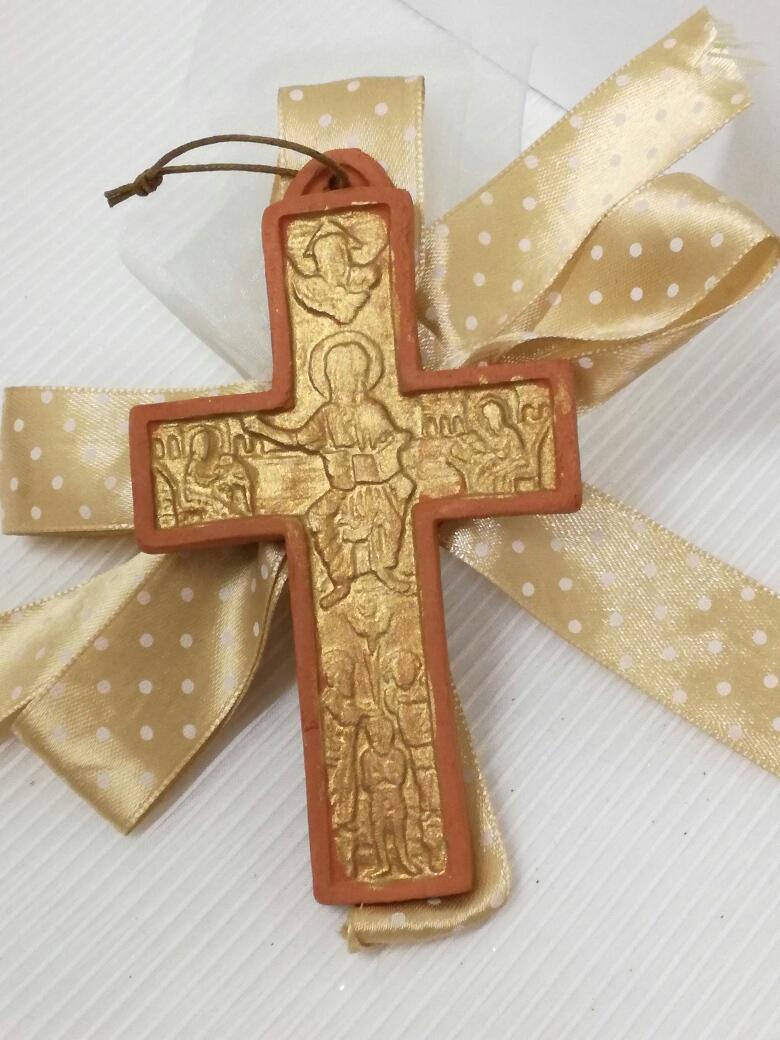 Μπομπονιέρα βάπτισης kεραμικός σταυρός με φιόγκο δέσιμο λουλούδι